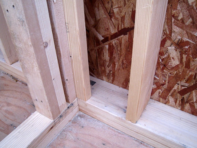 Corners For Interior Walls Are Open For Insulation ...